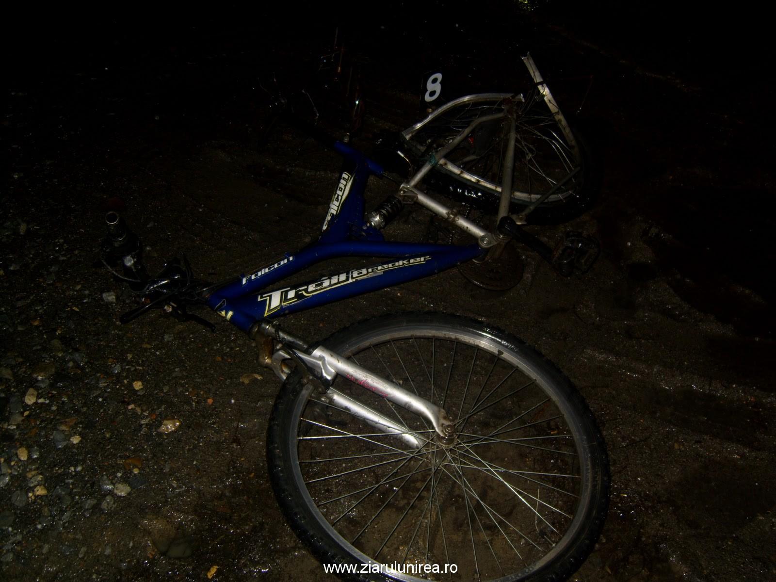 ACCIDENT, în Gârbova: Biciclist de 17 ani, lovit de o maşină.  A fost transportat la Spitalul din Sebeş