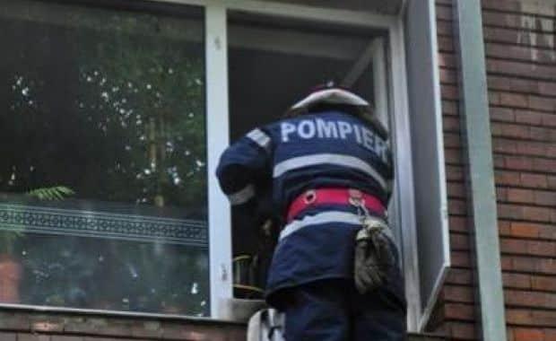 Au intrat pe geamul casei. Un bătrân de 86 de ani din Alba Iulia, salvat de pompieri