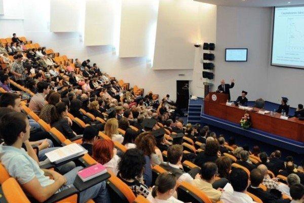 Organizația studenților condamnă Ordonanța Guvernului prin care Victor Ponta poate renunța la doctorat