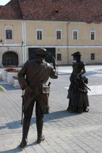 statui conte si contesa Piata Mihai Viteazul Alba Iulia