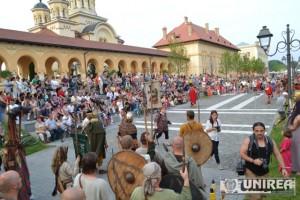 Parada a trupelor de reenactment de la Festivalul Cetatilor Dacice87