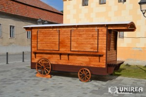 Arhiepiscopia Ortodoxă Alba Iulia va desfășura comerț cu obiecte de cult în două trăsuri de epocă amplasate în fața Catedralei Reîntregirii