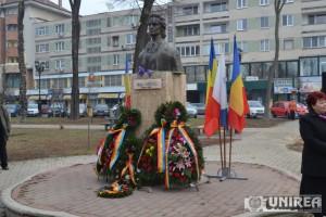 Depuneri de Coroane la bustul lui Mihai Eminescu din Alba Iulia02