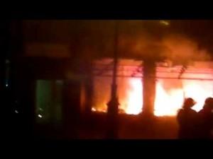 VIDEO: Imagini cu incendiul care a mistuit un local din Alba Iulia chiar în noaptea de Anul Nou