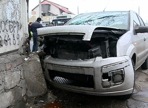 masina in zid