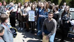 FOTO-VIDEO: MARȘUL Cărților și al Cititorilor, la Alba Iulia. Sute de elevi au celebrat Cartea, de ziua ei